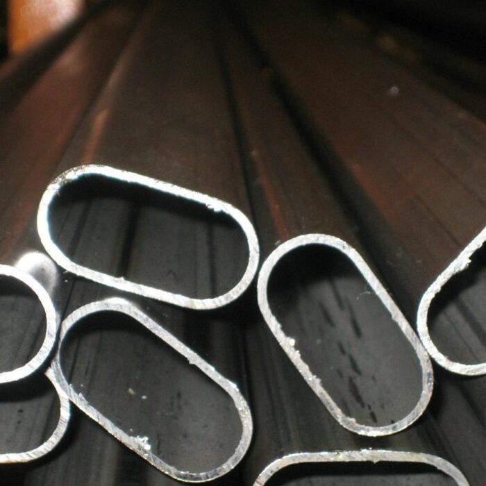 Tubo de hierro oval
