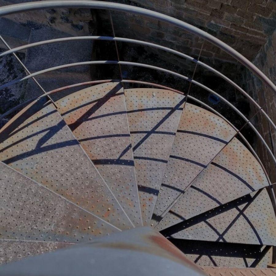 Escalera Metálica De Caracol Peldaños Para Escaleras Ferros Gumà